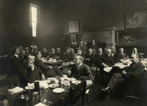 The Arts and Letters Club at the York County Municipal Hall circa 1917. Courtesy of Toronto Public Library, Baldwin Collection.